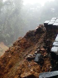 Chuvas trazem risco de queda de barreiras na Estada da Graciosa