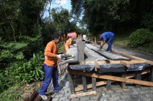 Obras na Estrada da Graciosa seguem em ritmo intenso durante o feriado