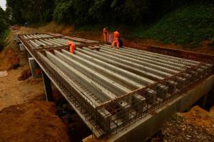 Começam as obras do aterro da ponte da Estrada da Graciosa